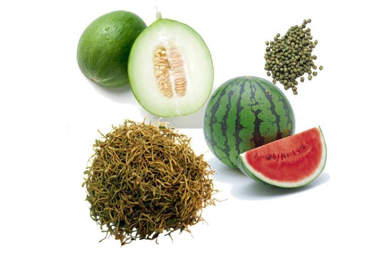 夏季應多吃清淡及易消化的食物,以清熱消暑,利水生津,健脾益氣為主,可適量進食西瓜、絲瓜、冬瓜、綠豆、金銀花等。